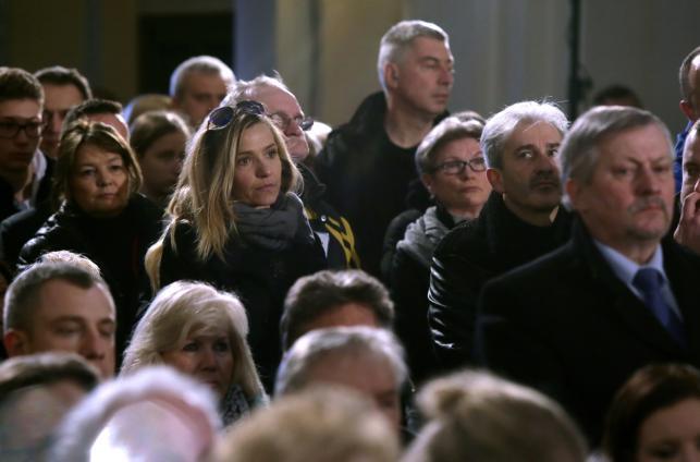 Aktorka Joanna Koroniewska (C) podczas uroczystości pogrzebowych Witolda Pyrkosza