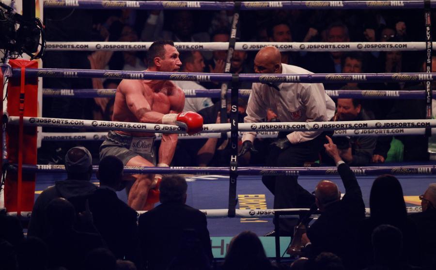 Joshua znokautował Kliczkę w walce gigantów. Brytyjczyk nowym mistrzem WBA, IBF i IBO