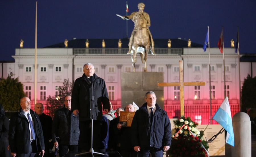 Prezes PiS Jarosław Kaczyński na miesięcznicy smoleńskiej