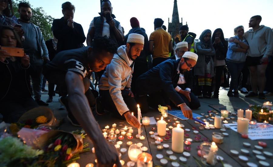 Brytyjczycy oddają hołd ofiarom zamachu w Manchesterze