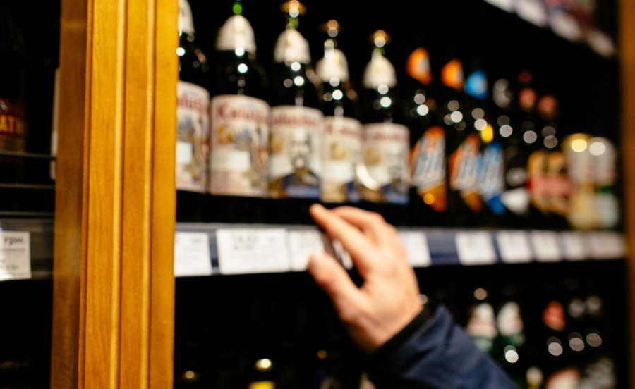 W dwóch sklepach sprzedawany był alkohol, w trzecim słodycze