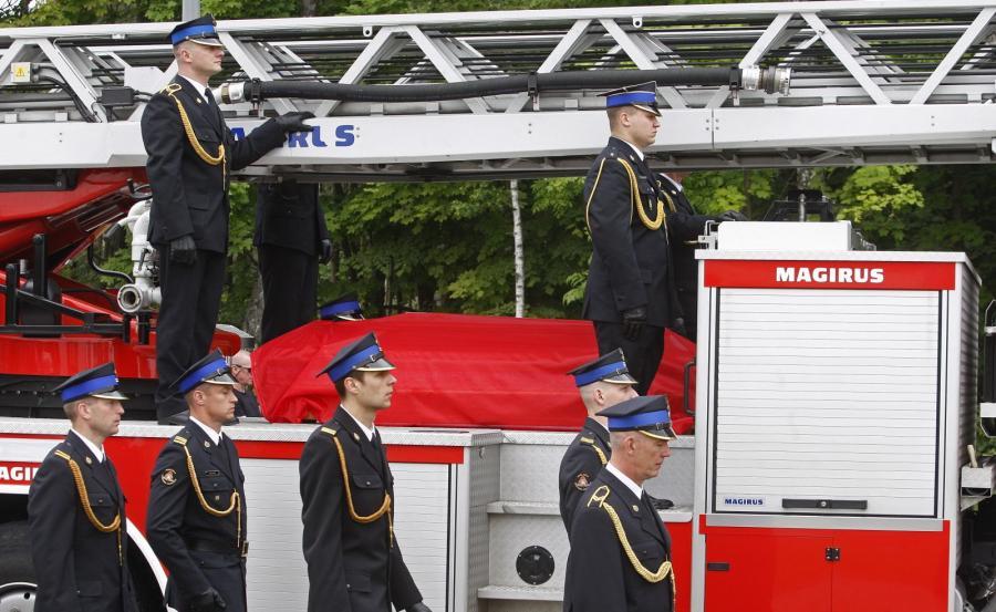 Uroczystości pogrzebowe ogniomistrza Przemysława Piotrowskiego