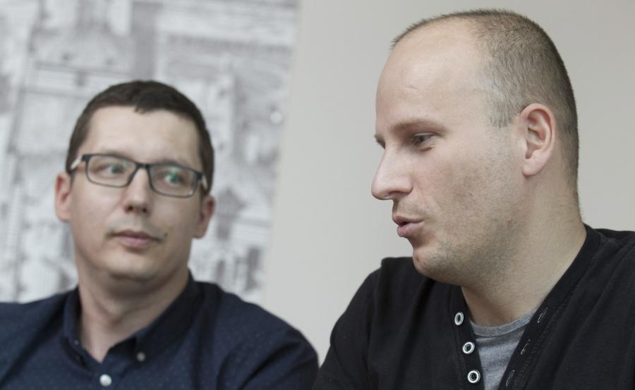 Biorca nerki Adrian Bartosik (P) i dawca nerki Daniel Burniak (L)