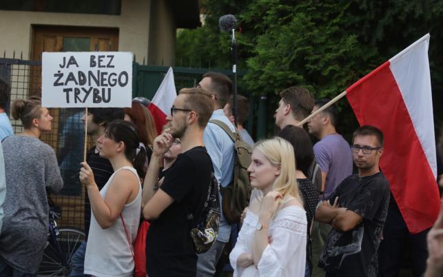 protest pod domem Jarosława Kaczyńskiego