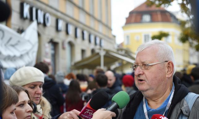 W obronie Magdaleny Sroki pod siedzibę PiSF przybyli m.in. Maciej Stuhr, Kazimierz Kutz, Janusz Zaorski [FOTO]