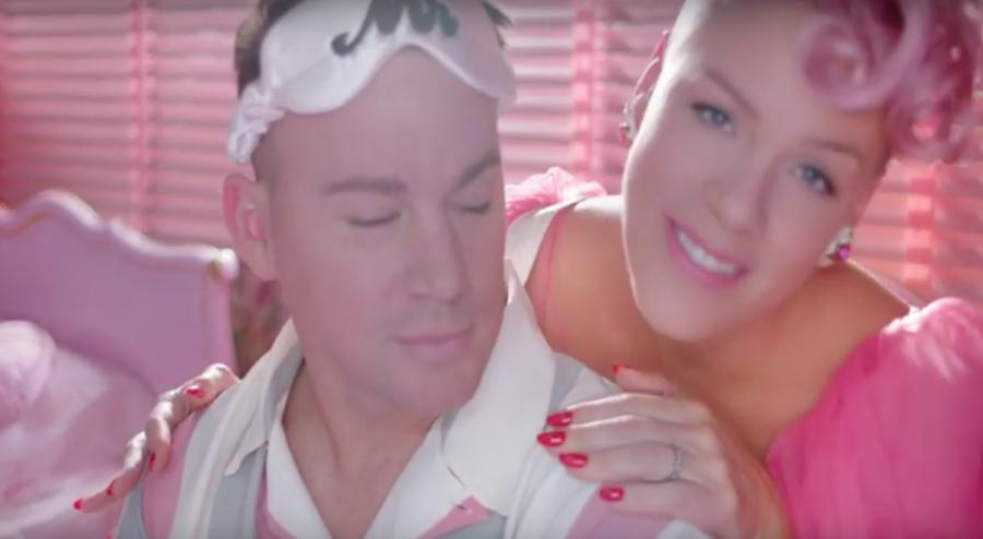 "Channing Tatum i Pink w teledysku ""Beautiful Trauma"""