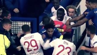 Kibic Evertonu atakuje piłkarze Lyonu
