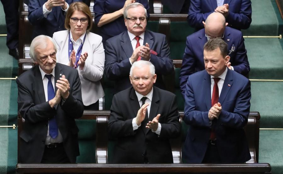 Prezes PiS Jarosław Kaczyński i posłowie w Sejmie