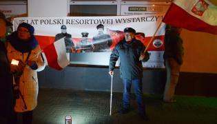 Demonstracja przed domem generała Ciastonia