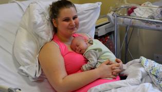 Szymon urodził się w 27 września 2017 roku. Termin porodu wyznaczony był na 4 stycznia