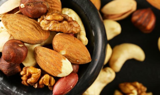 Włoskie, laskowe, pistacjowe... chrup je na zdrowie! Przegląd orzechów