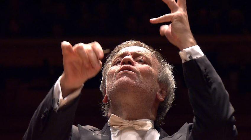 Najstarsza kompozycja w zestawniu. Ponoć kiedy w 1928 roku Maurce Ravel publikował nagranie wiele osób zwróciło uwagę, ze narastające tempo uwtoru kojarzy się jednoznacznie z... No właśnie. (nagrania) jest cudowny!
