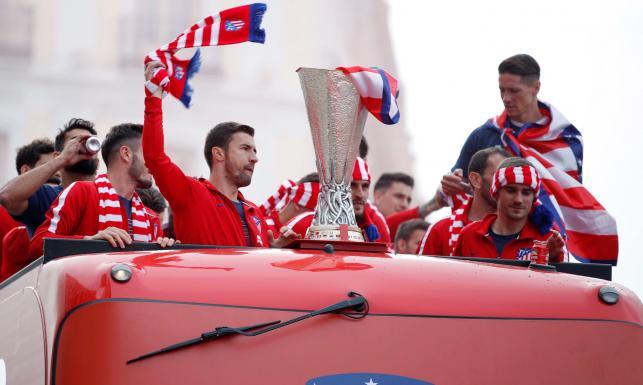 Feta w Madrycie po wygraniu Ligi Europejskiej. Piłkarze i kibice Atletico świętowali na ulicach stolicy Hiszpanii