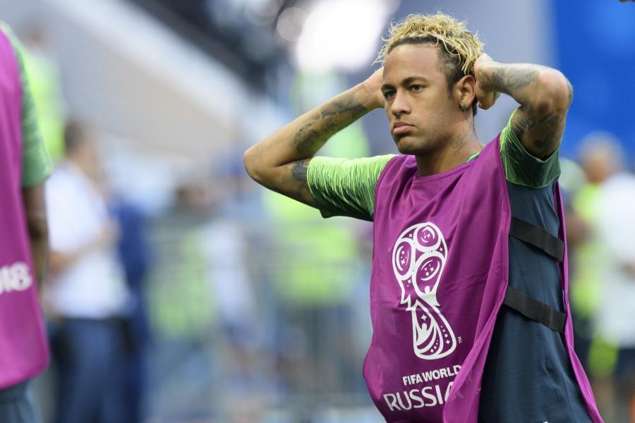 Neymar chyba nie widział się w lustrze. Internet śmieje się z nowej fryzury Brazylijczyka