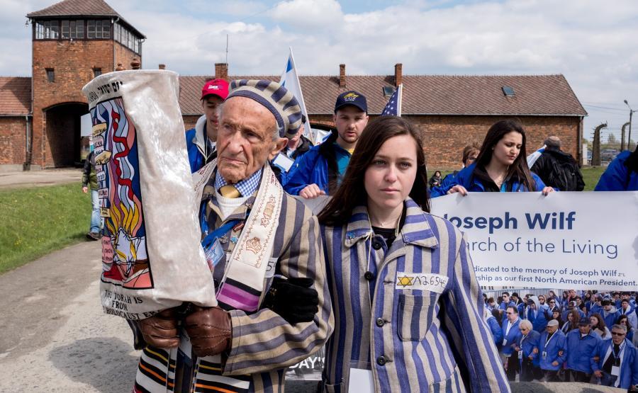 Edward Mosberg wraz ze swoją wnuczką Jordaną Karger podczas 26. Marszu Żywych