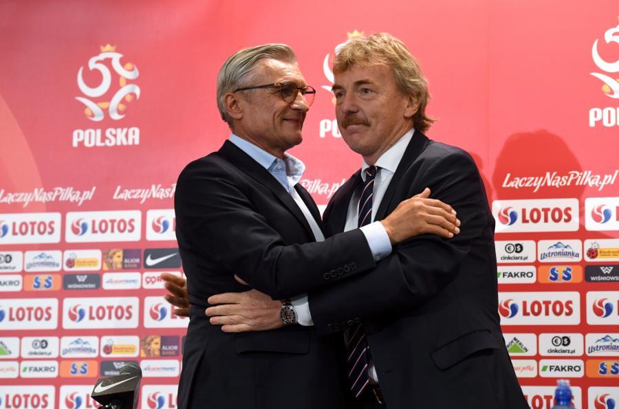 Prezes PZPN Zbigniew Boniek (P) i selekcjoner piłkarskiej reprezentacji Polski Adam Nawałka (L)