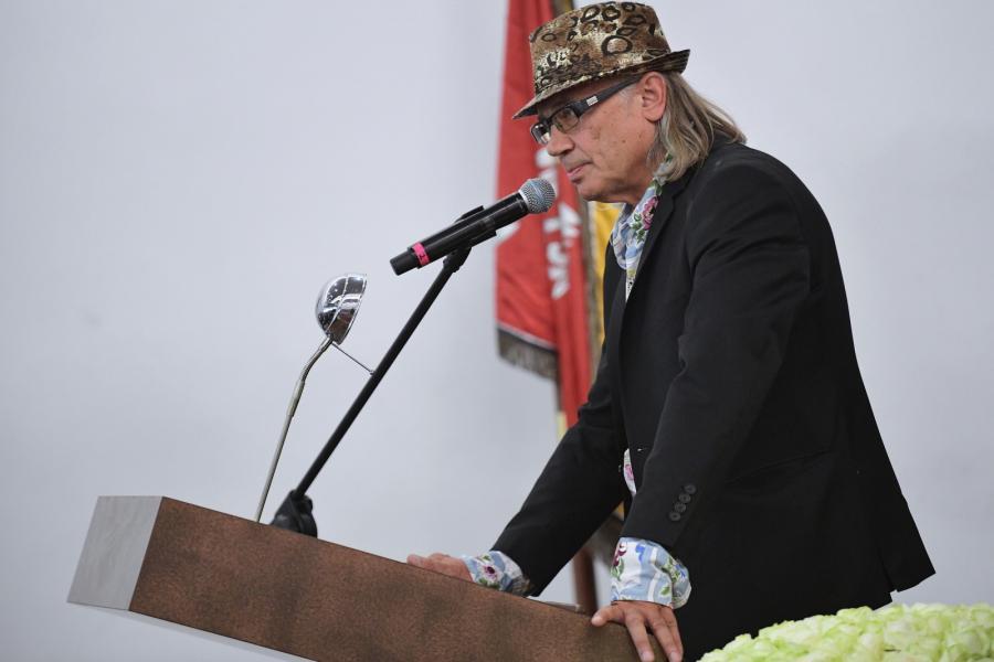 Kamil Spowicz na pogrzebie swojej żony, wokalistki i artystki - Kory