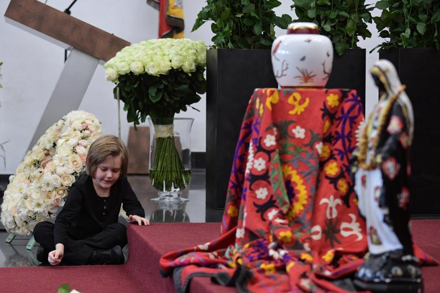 Wnuczek Koy, Leon podczas uroczystości pogrzebowych na warszawskich Powązkach