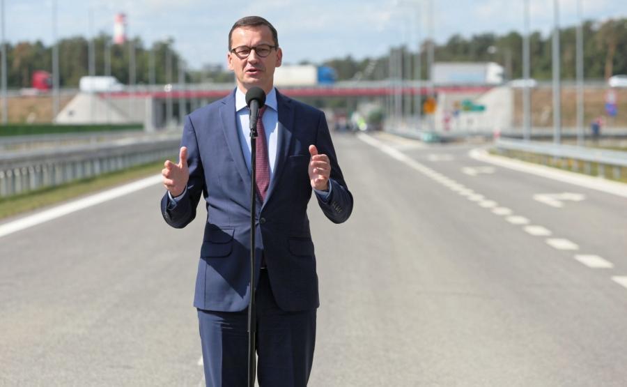 Mateusz Morawiecki przy węźle Puławy Wschód podczas oddania do ruchu drogi ekspresowej S12 od obwodnicy Puław do węzła Kurów na S17