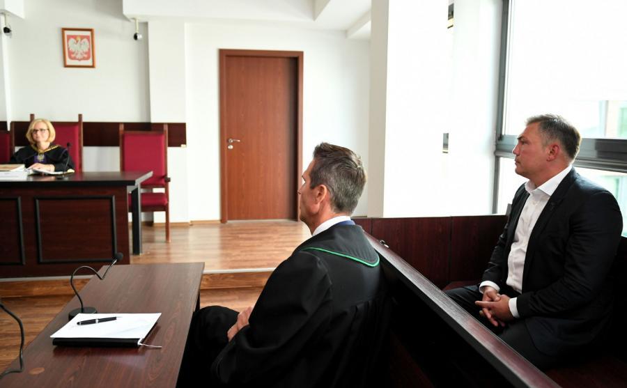 Dariusz Michalczewski (P), adwokat Jacek Rochowicz (C) i sędzia Małgorzata Kaczorowska (L)