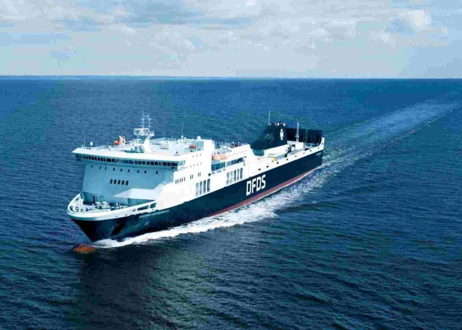 Prom Regina Seaways pływający pod litewską banderą
