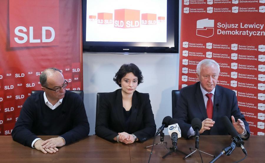 Przewodniczący Sojuszu Lewicy Demokratycznej Włodzimierz Czarzasty (L), rzeczniczka SLD Anna Maria Żukowska (C) i wiceprzewodniczący Parlamentu Europejskiego Bogusław Liberadzki (P)