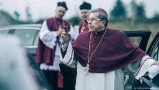 """Janusz Gajos w filmie """"Kler"""""""