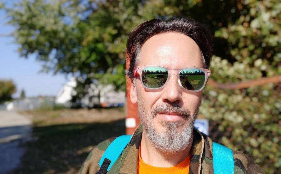 Zdjęcie selfie zrobione smartfonem Pocophone F1