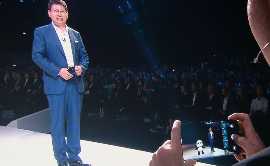 Huawei Mate 20 Pro - wirtualna panda na ekranie smartfona