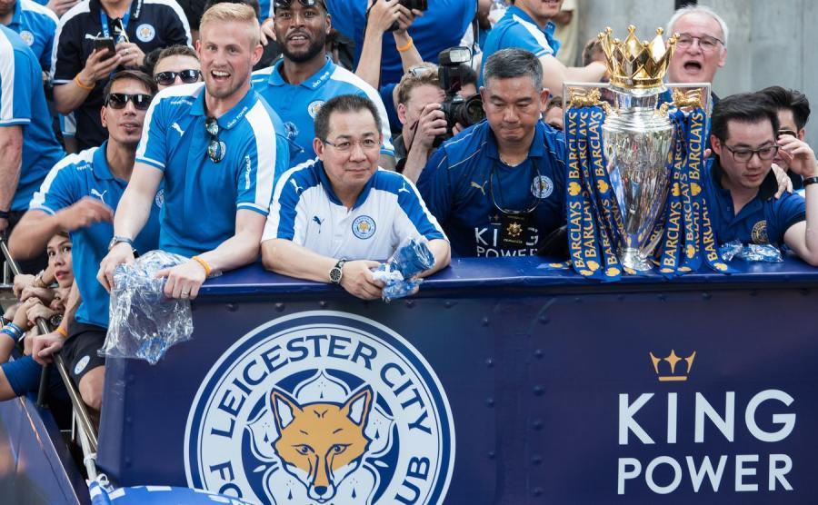 Na pierwszym planie właściciel klubu Leicester City