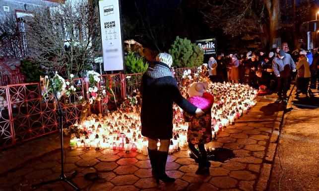 Prezydent Koszalina: Będzie wspólny pogrzeb dziewczynek, które zginęły w pożarze w escape roomie