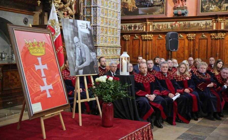 Uroczysta sesja Rady Miasta Gdańska w Dworze Artusa, poświęcona pamięci zmarłego tragicznie prezydenta miasta Pawła Adamowicza