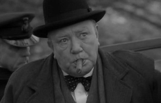 Albert Finney jako Winstom Churchill