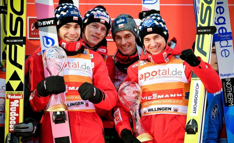 Polska drużyna skoczków na podium