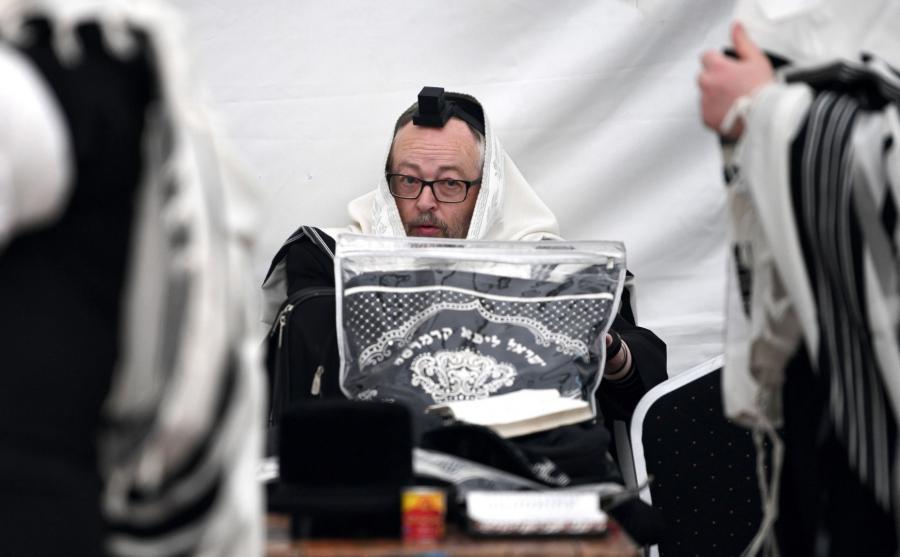 Chasydzi podczas obchodów rocznicy śmierci cadyka Elimelecha