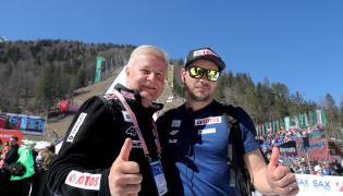 Prezes PZN Apoloniusz Tajner (P) i trener Michal Dolezal (L) po zawodach Pucharu Świata w skokach narciarskich w słoweńskiej Planicy