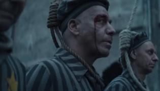 Kadr z klipu Rammstein