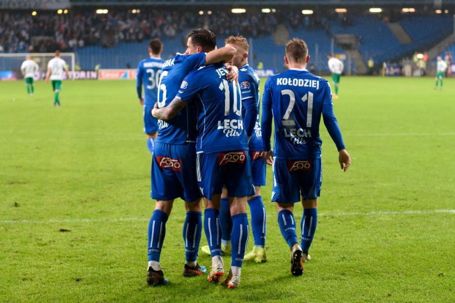 Piłkarze Lecha Poznań cieszą się z gola Darko Jevtica (C) podczas meczu grupy mistrzowskiej Ekstraklasy z Lechią Gdańsk