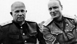 Iwan Sierow (z prawej) z Nikitą Chruszczowem