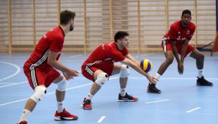 Siatkarze reprezentacji Polski (od lewej): Grzegorz Kubiak, Aleksander Śliwka i Wilfredo Leon, podczas treningu kadry w Zakopanem