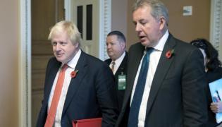 Kim Darroch w towarzystwie Borisa Johnsona