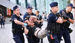 Akcja policji na pl. Krasińskich