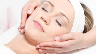 Pielęgnacja twarzy w gabinecie kosmetycznym