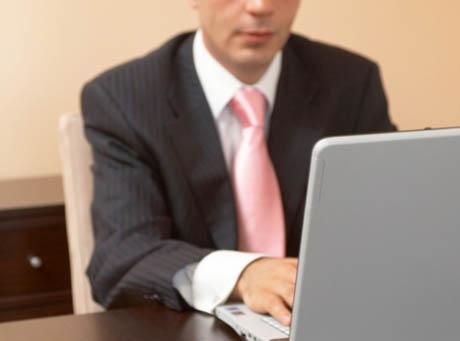 Wirusy trafiają do firmowych komputerów zazwyczaj przez komputer szefa