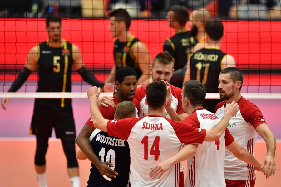 Radość Polaków po zycięstwie w meczu z Czarnogórą