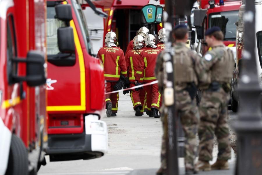 Paryż po ataku nożownika