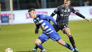 Piłkarz Wisły Płock Damian Rasak (L) i Christian Gytkjaer (P) z Lecha Poznań podczas meczu Ekstraklasy