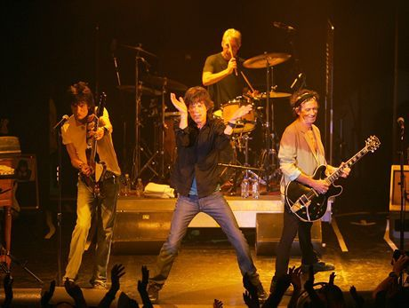 "TORONTO, CANADA- AUGUST 10: (No US Tabs) The Rolling Stones perform a warm up club show at the Phoenix Concert Theater, August 10, 2005 in Toronto, Canada. They will launch the ""A Bigger Bang"" world tour August 21 at Fenway Park in Boston and will release a new CD ""A Bigger Bang"" on September 6.(Photo by Frank Micelotta/Getty Images for The Rolling Stones.) *** Local Caption *** Mick Jagger;Keith Richards;Ron Wood;Charlie Watts"