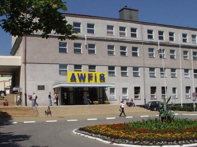 Rektor AWFiS odwołany. Rektor się odwołuje