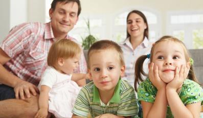 PiS chciałoby zwiększyć dostęp do zasiłków rodzinnych